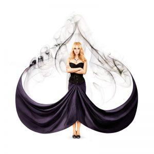 スペードの形を模した女性
